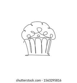 Single continuous line drawing of stylized baked muffin cake online shop logo label. Emblem pastry concept. Modern one line draw design vector illustration for cafe, store or food delivery service