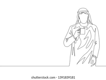 Single continuous line drawing of young muslim businessmen holding a cup of coffee while walking on office. Arab middle east cloth shmagh, kandura, thawb, robe. One line draw design illustration