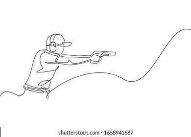 Single continuous line drawing of young athlete man shooter holding gun and training to aim target tactical shooting. Shooting sport training concept. Trendy one line draw design vector illustration