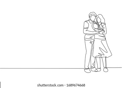 Single continuous line drawing of young happy mom and dad holding and hugging their baby together full of warmth. Happy family concept. Trendy one line draw design vector graphic illustration