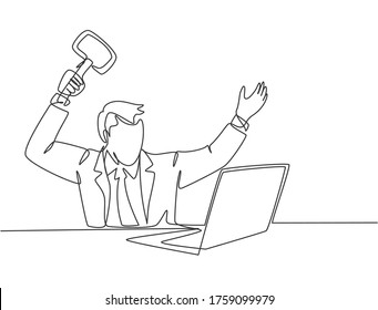 Single continuous line drawing of young madness businessman ready to smack his laptop using big hammer at the office. Business risk concept one line draw graphic design vector illustration