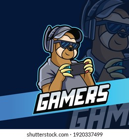 Sloth Gaming Vector Icon Illustration. Animal Icon Concept Playing Game with Cute Pose