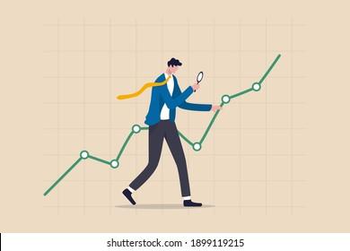 Analyse des données boursières, recherche financière, concept d'investissement et de prévision économique, analyste d'hommes d'affaires intelligent utilisant la loupe de verre en détail sur les données de marché croissant graphique.