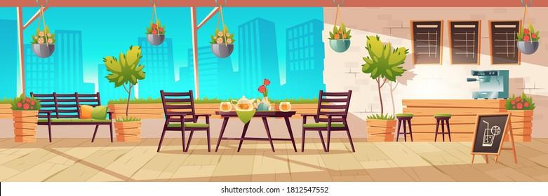夏のテラス、アウトドアシティカフェ、木のテーブル、椅子、鉢植え植えのコーヒーハウス、町並みの背景に黒板メニュー。 ストリートドリンクまたはスナックスカフェテリア、カートーンベクターイラスト