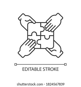 Teamwork building linear icon. Teamwork skills development, togetherness thin line customizable illustration. Contour symbol. Team building exercise. Vector isolated outline drawing. Editable stroke