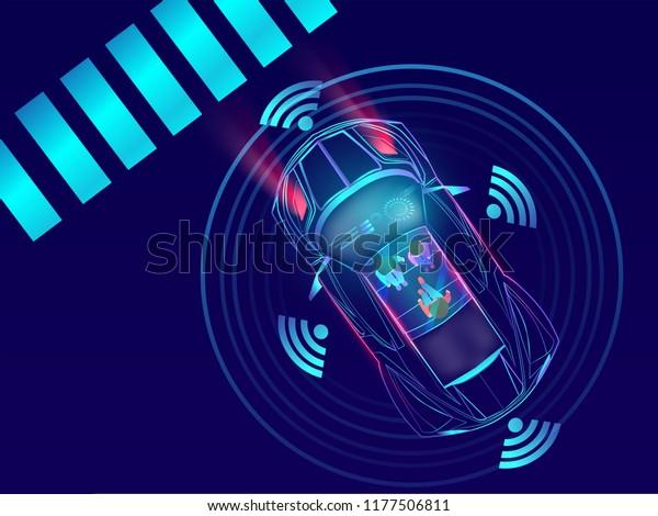 Вид сверху дистанционного зондирования, автомобильный автомобиль на фоне городского пейзажа.
