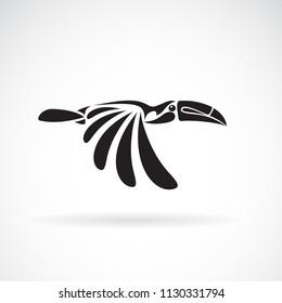 Vector of hornbill design on white background., Wild Animals. Birds., Easy editable layered vector illustration.