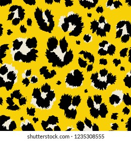 Vector illustration leopard print seamless pattern. Yellow hand drawn background.
