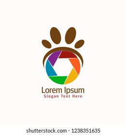 Vector Paw Shutter design logo template. It's simple combination with shutter camera lens and paw animal. You can make brand identity logo, icon, emblem, label, app icon mobile, shop, studio foto pet.