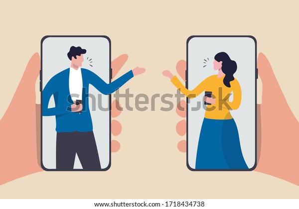 Vidéo-conférence pendant l'épidémie de Coronavirus COVID-19, les gens qui utilisent la technologie travaillent à la maison à distance concept, homme et femme coéquipier travaillant à distance en utilisant un smartphone ou un téléphone portable pour se rencontrer.