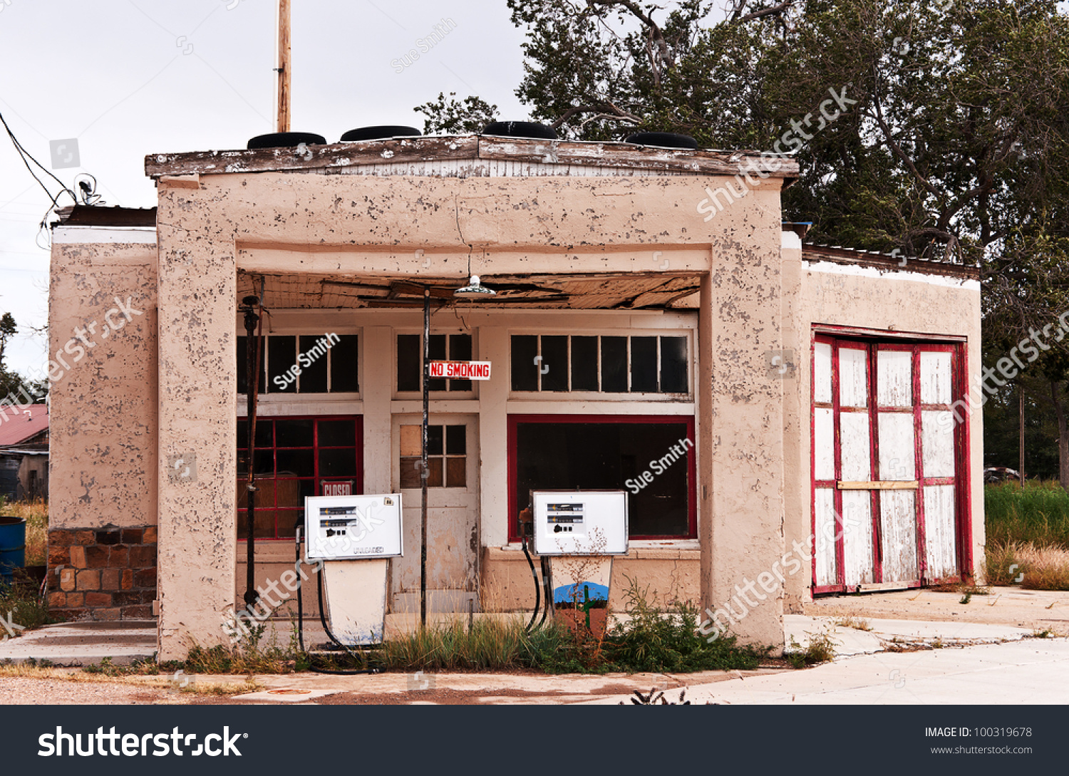 Old Abandoned Gas Station Repair Shop Stock Photo Edit Now 100319678