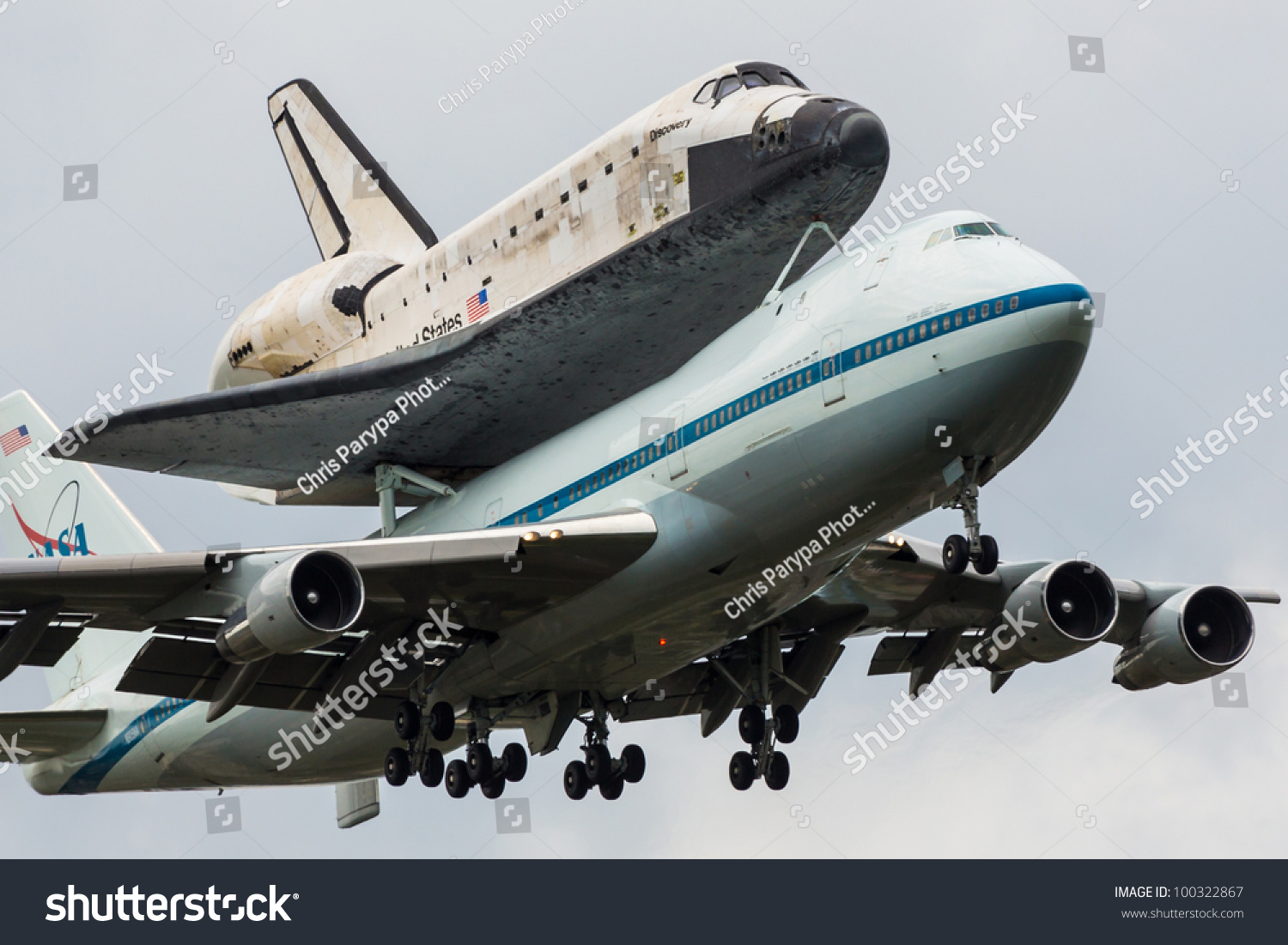 space shuttle discovery at dulles airport - photo #13