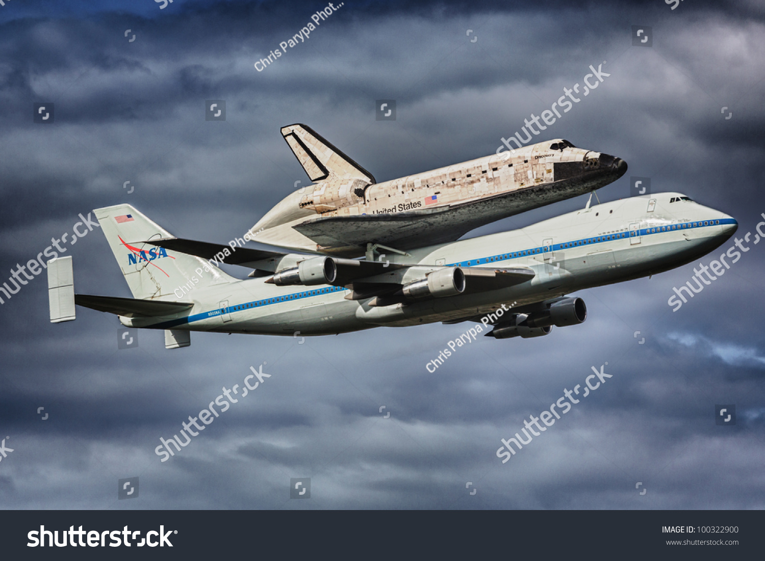 space shuttle discovery at dulles airport - photo #20