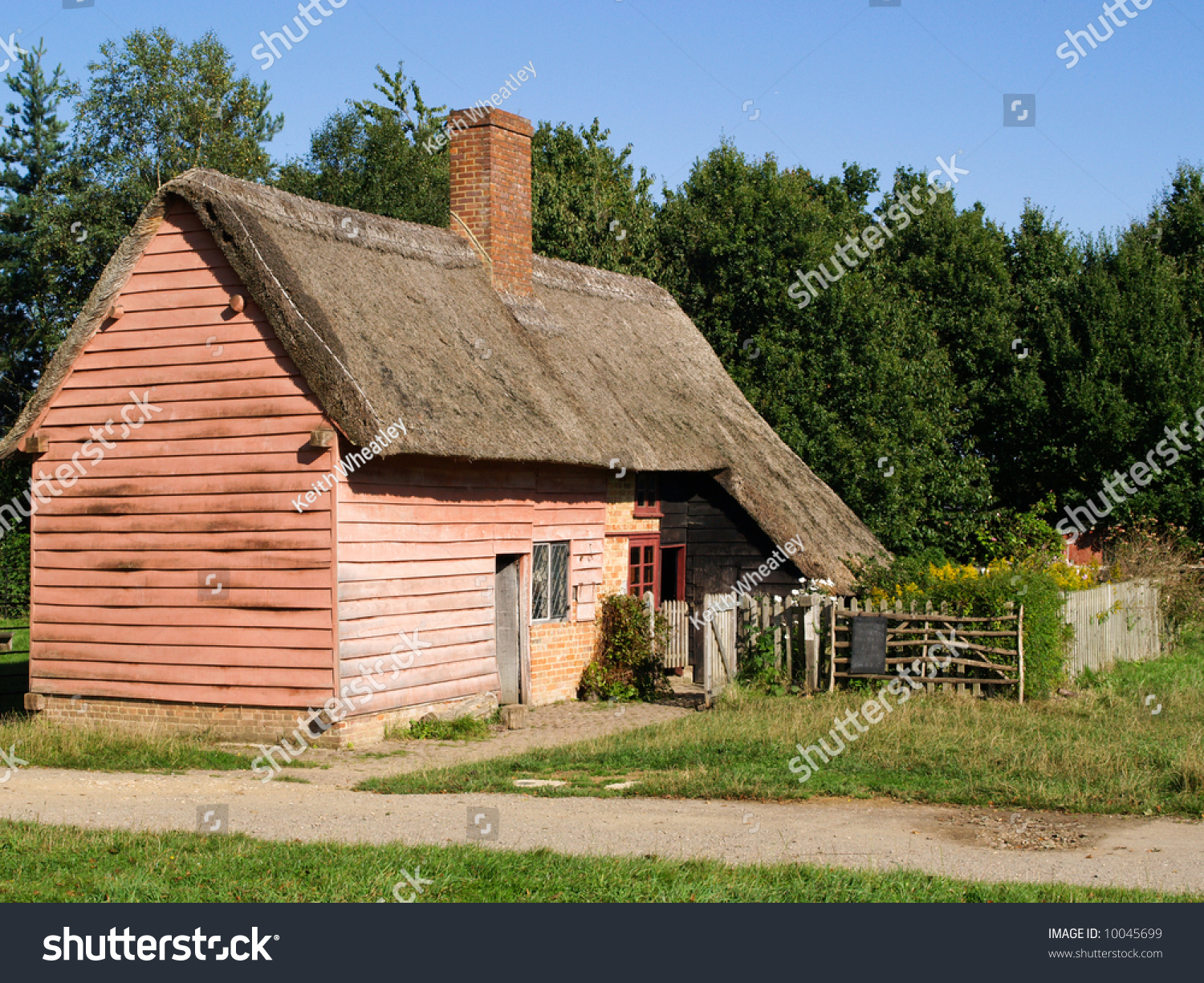 Traditional English Thatched Country Cottage, Uk Stock