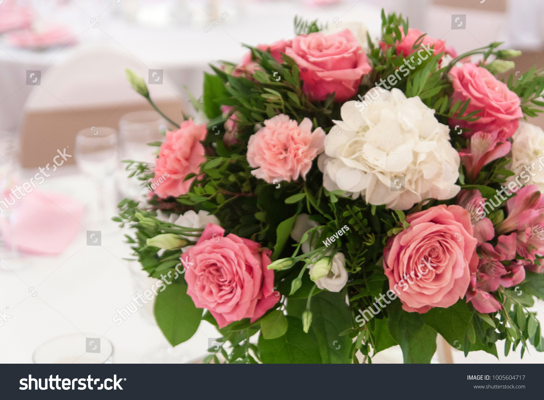 Beautiful flower arrangement a round shape on the day of celebration id 1005604717 izmirmasajfo