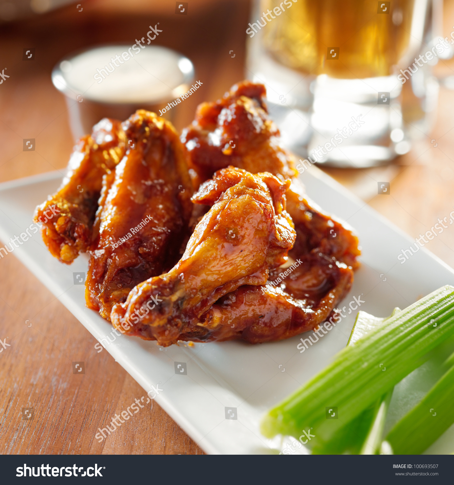 Bbq Buffalo Wings With Celery And Ranch. Foto Stock 100693507 ...