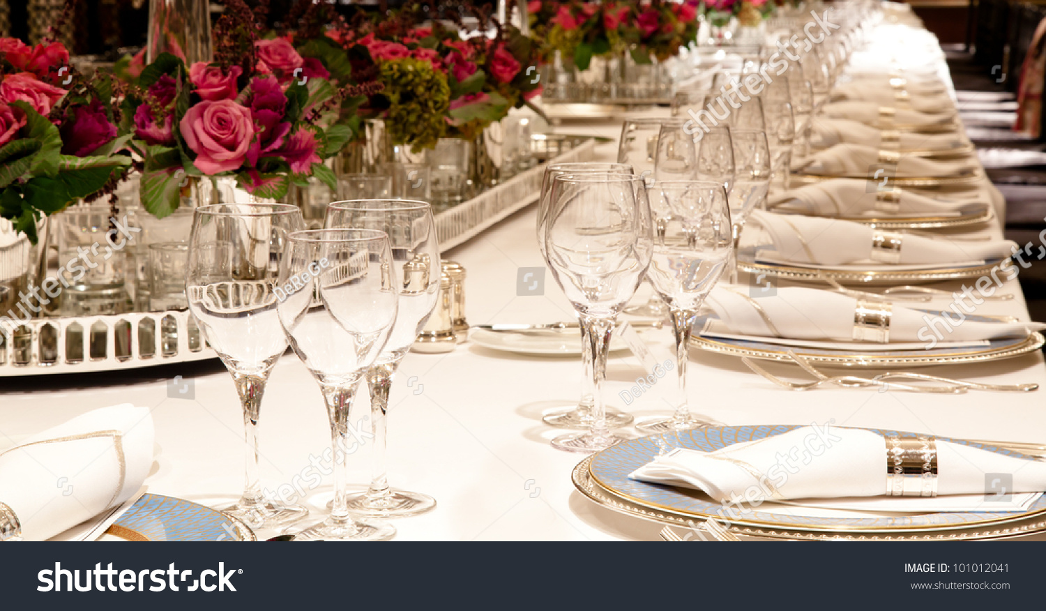 Elegant dinner table setting - Elegant Candlelight Dinner Table Setting At Reception 3