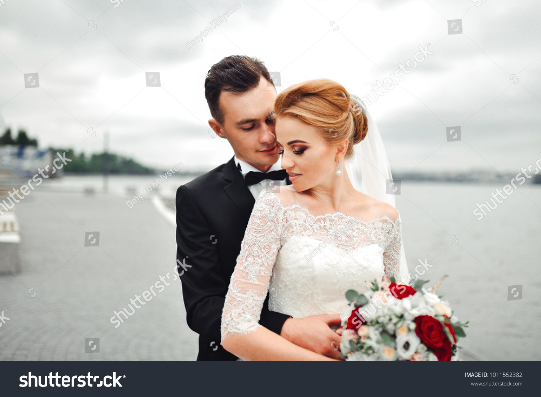 Posing Camera Young Wedding Couple Romantic Stock Photo Edit Now 1011552382