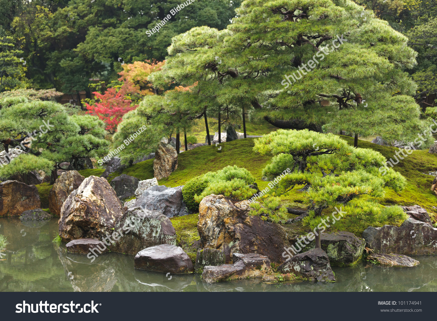 Traditional japanese zen garden in kyoto japan stock for Traditional japanese garden