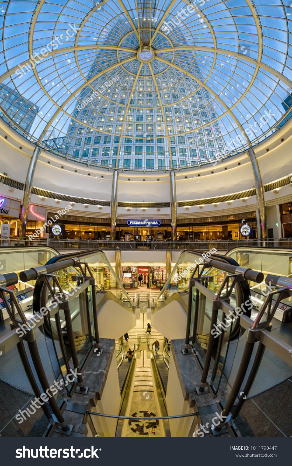 London England January 2018 Interior Canary Royalty Free
