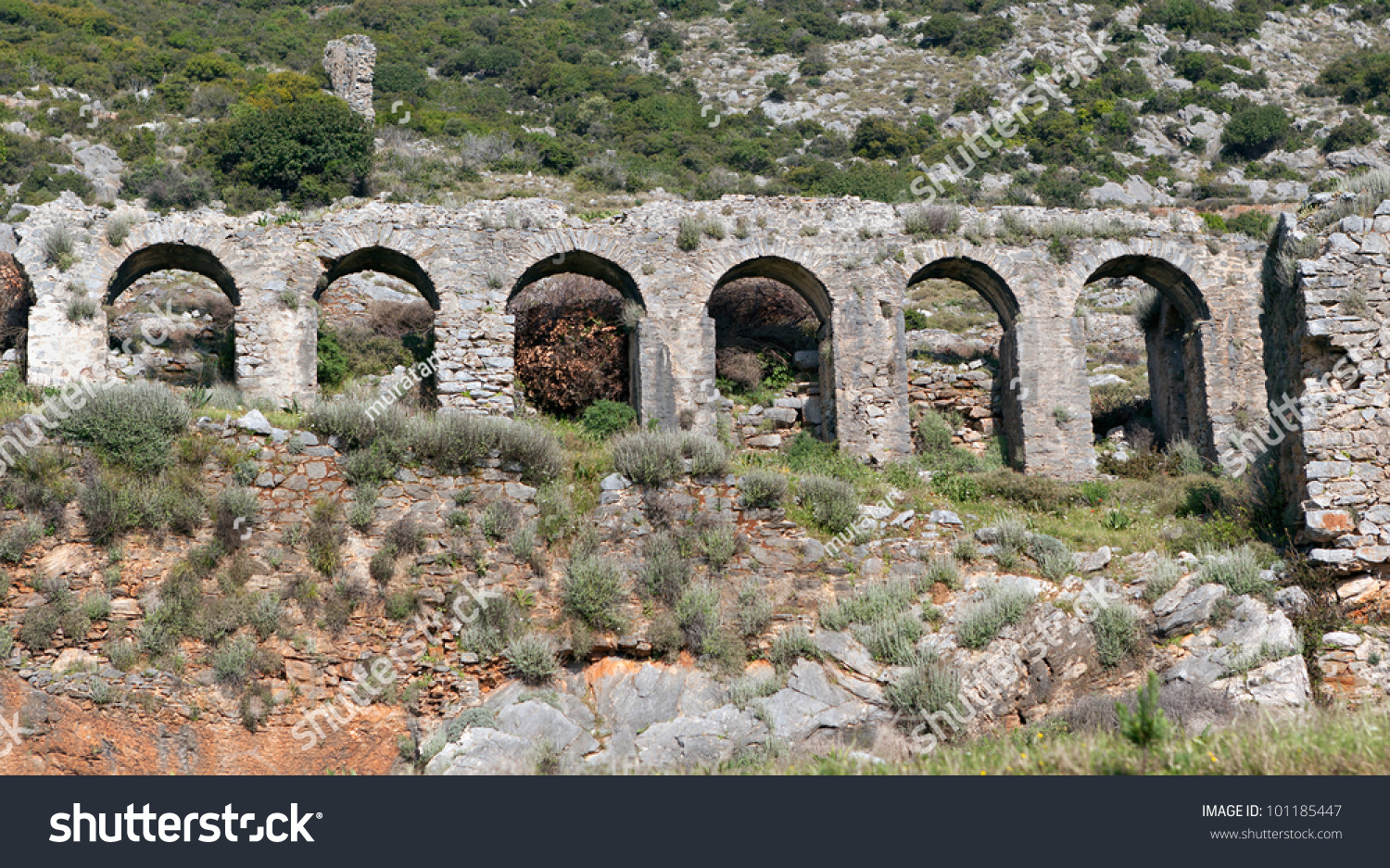 roman aqueducts essay Romans prefer calcareous aqueduct water because it origins from so-called karst-mountains explain why what were the differences and similarities between the ancient aqueducts and the modern water supply (sources, transport, use of water towers, distribution within the town, measuring the water usage, accountability, type of users, public heath).