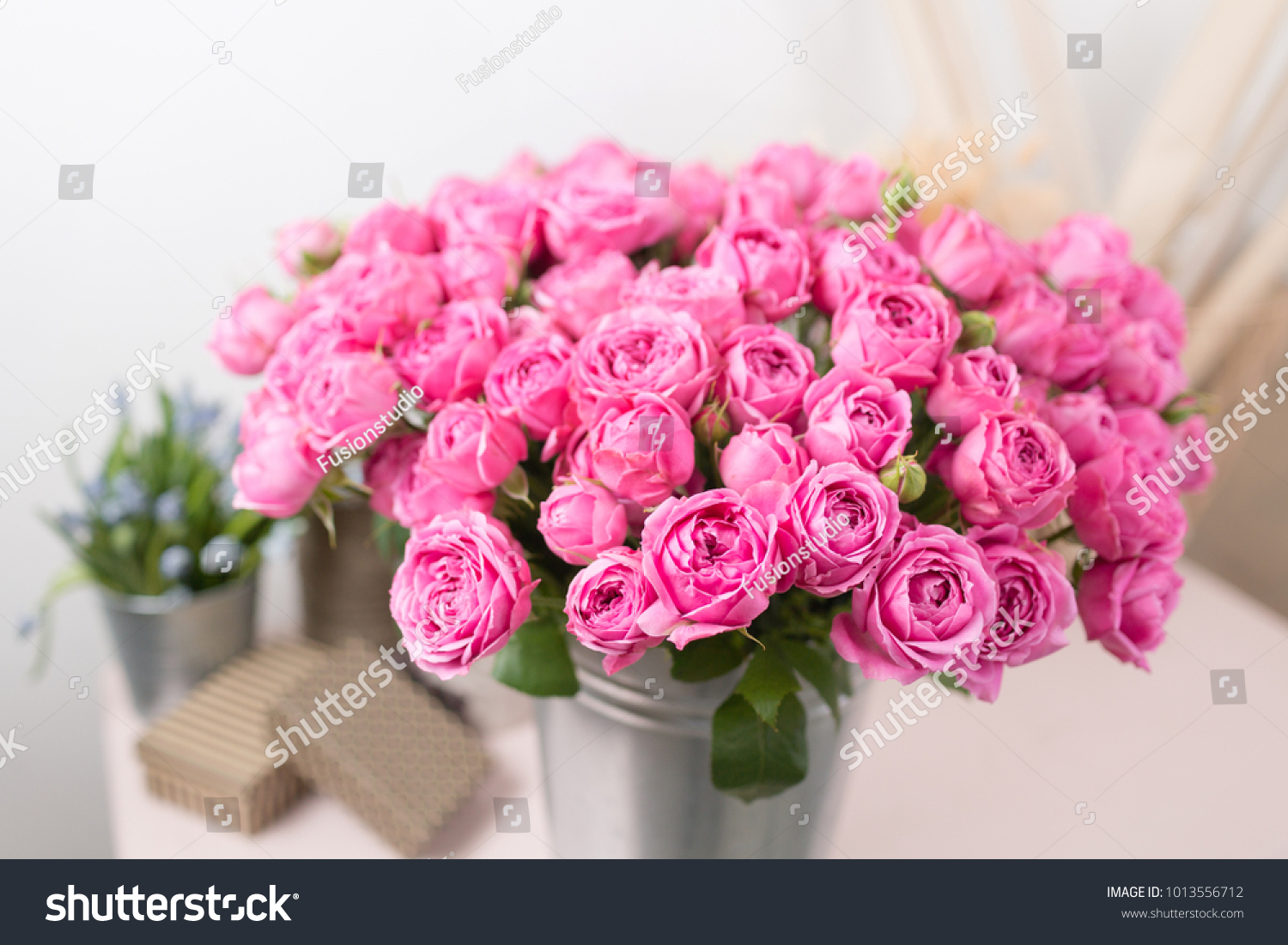 Rose misty bubbles bouquet flowers of pink roses in metal vase id 1013556712 izmirmasajfo
