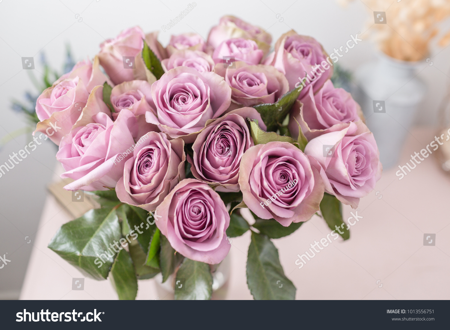 Lilac garden rose bouquet flowers of roses in glass vase shabby id 1013556751 izmirmasajfo
