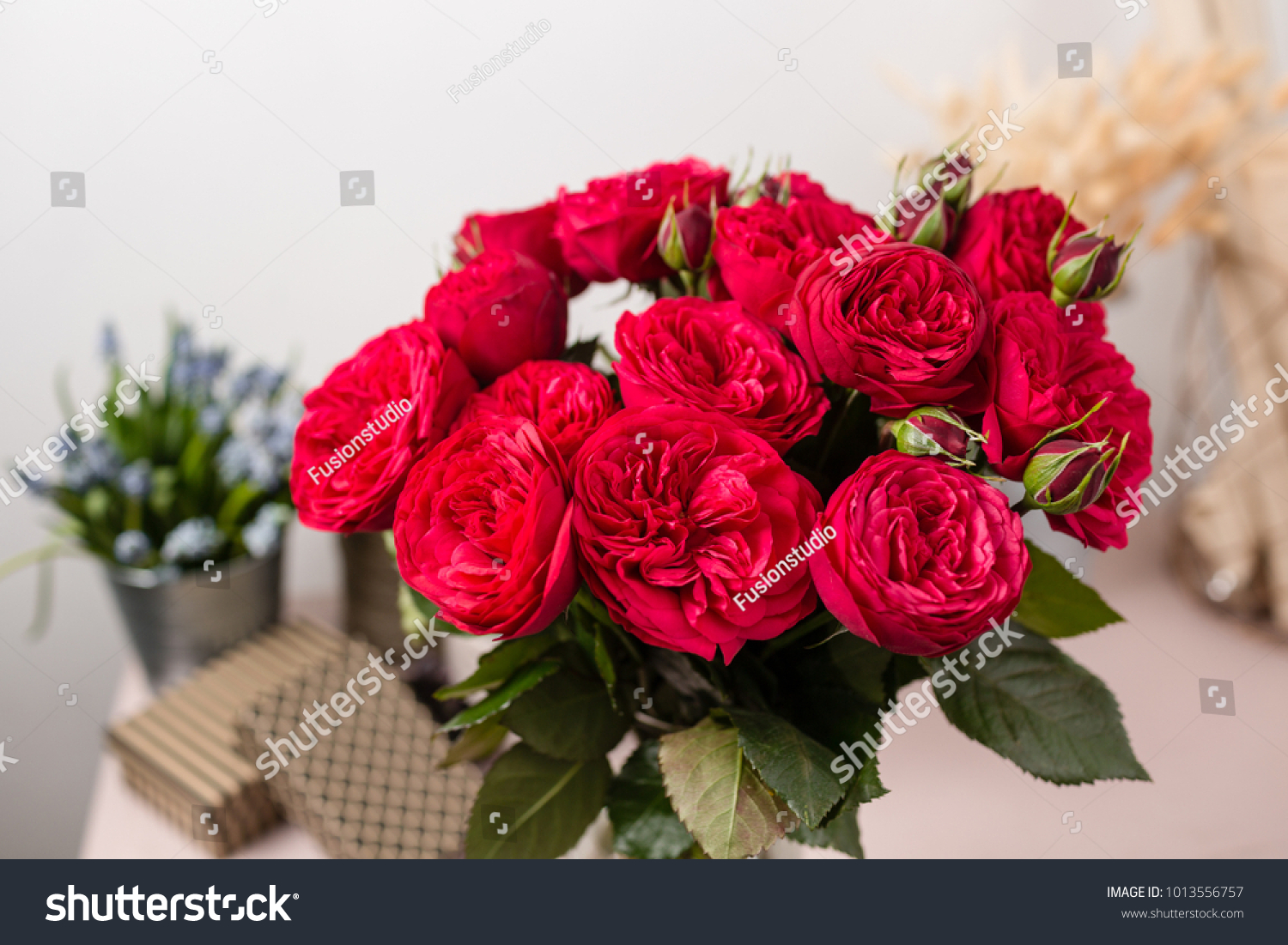 Red garden rose bouquet flowers of roses in glass vase shabby chic id 1013556757 izmirmasajfo