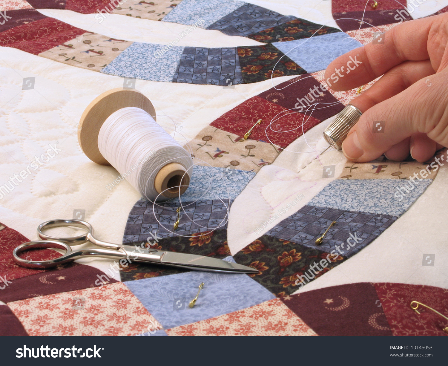Handquilting Doublewedding Ring Pattern Quilt Stock Photo 10145053 ...