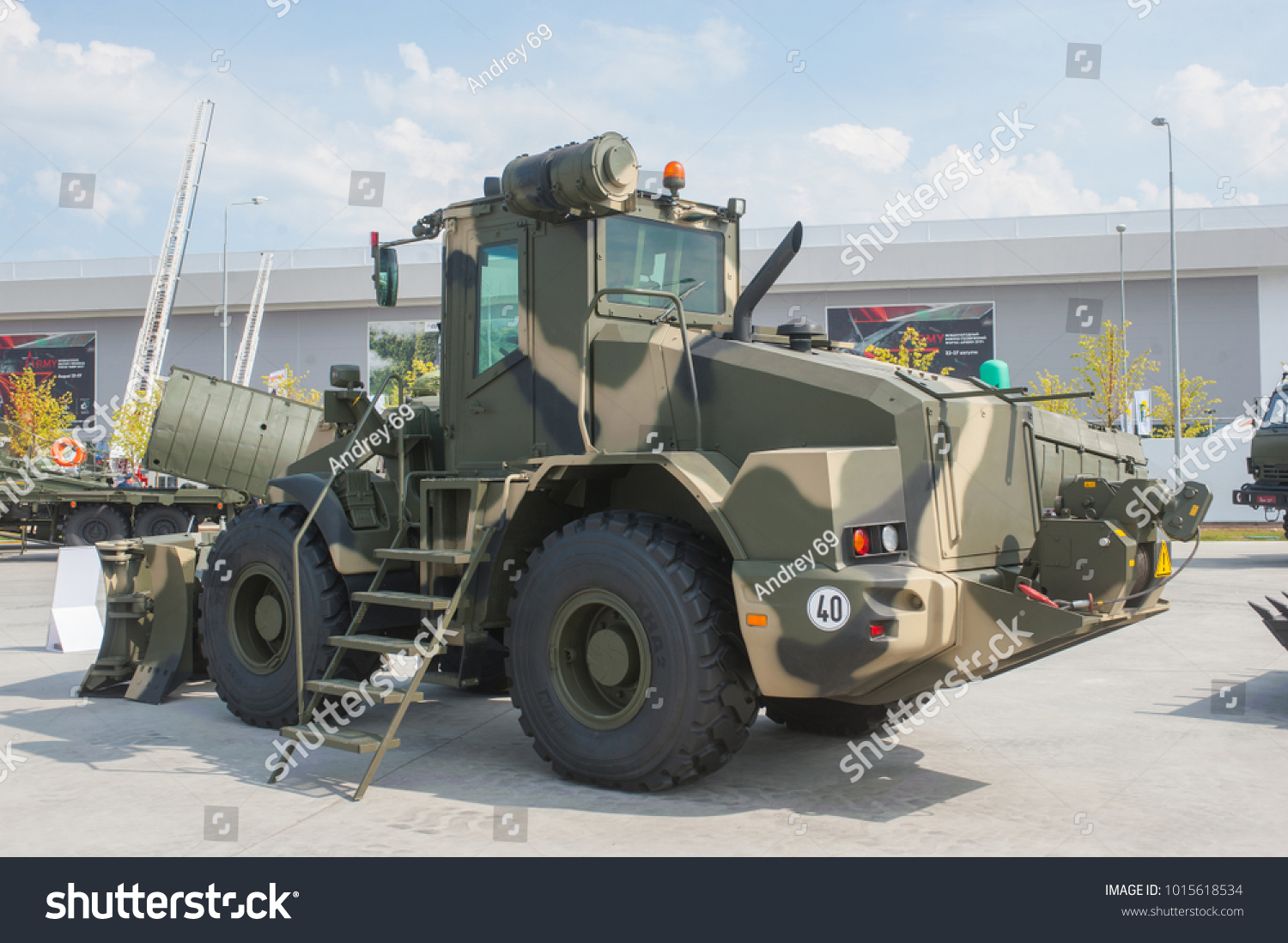 Gruppo Liebherr Stock-photo-military-ground-alabino-moscow-oblast-russia-aug-russian-wheeled-armored-road-car-1015618534