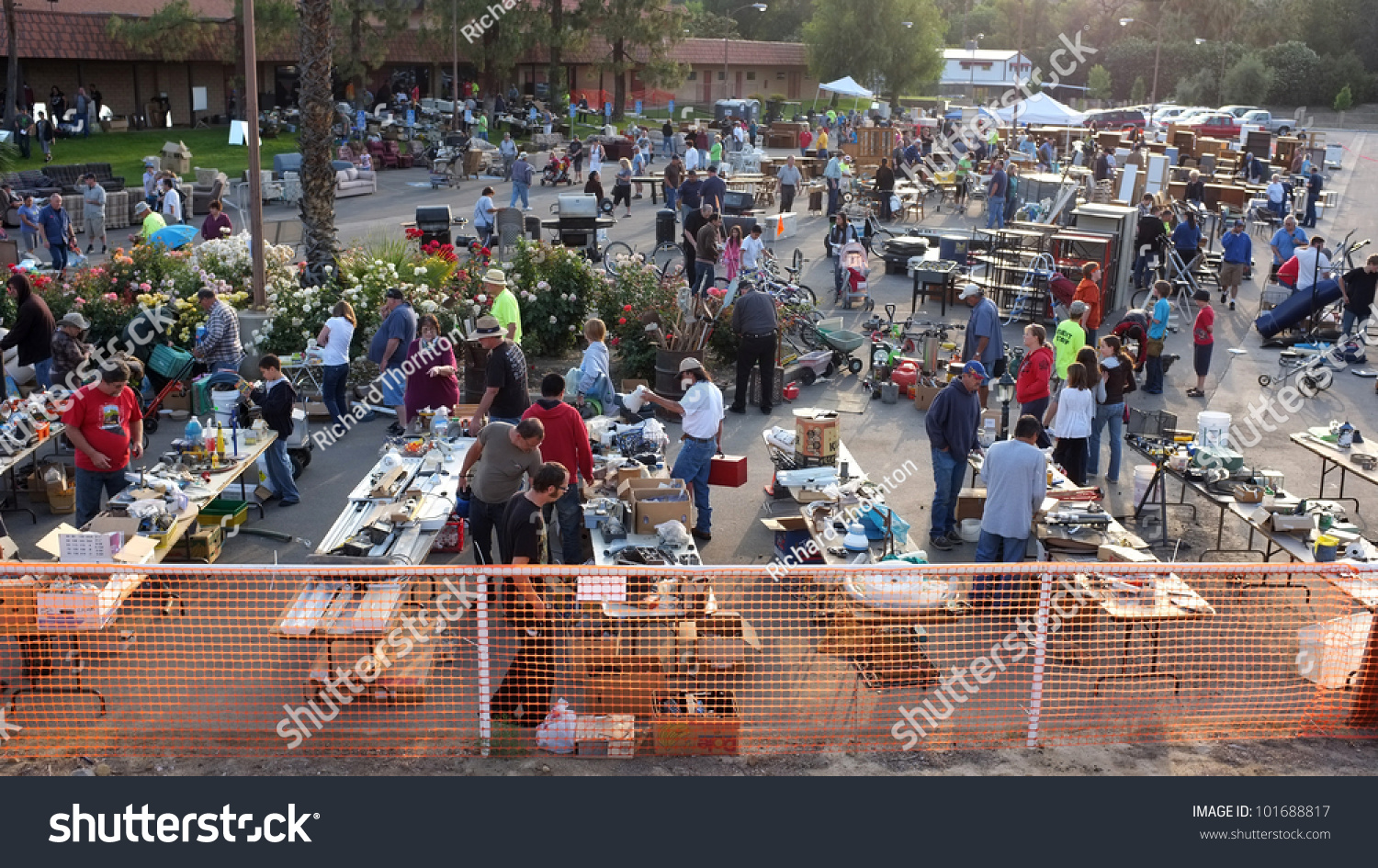 Bakersfield Ca May 4 Thousands Turn Out For Shopping