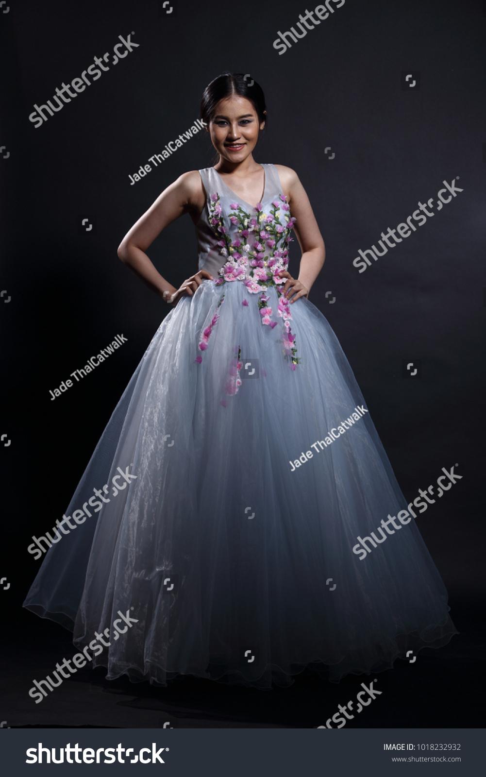 Asian Tan Skin Woman Model Slim Stock Photo (Safe to Use) 1018232932 ...