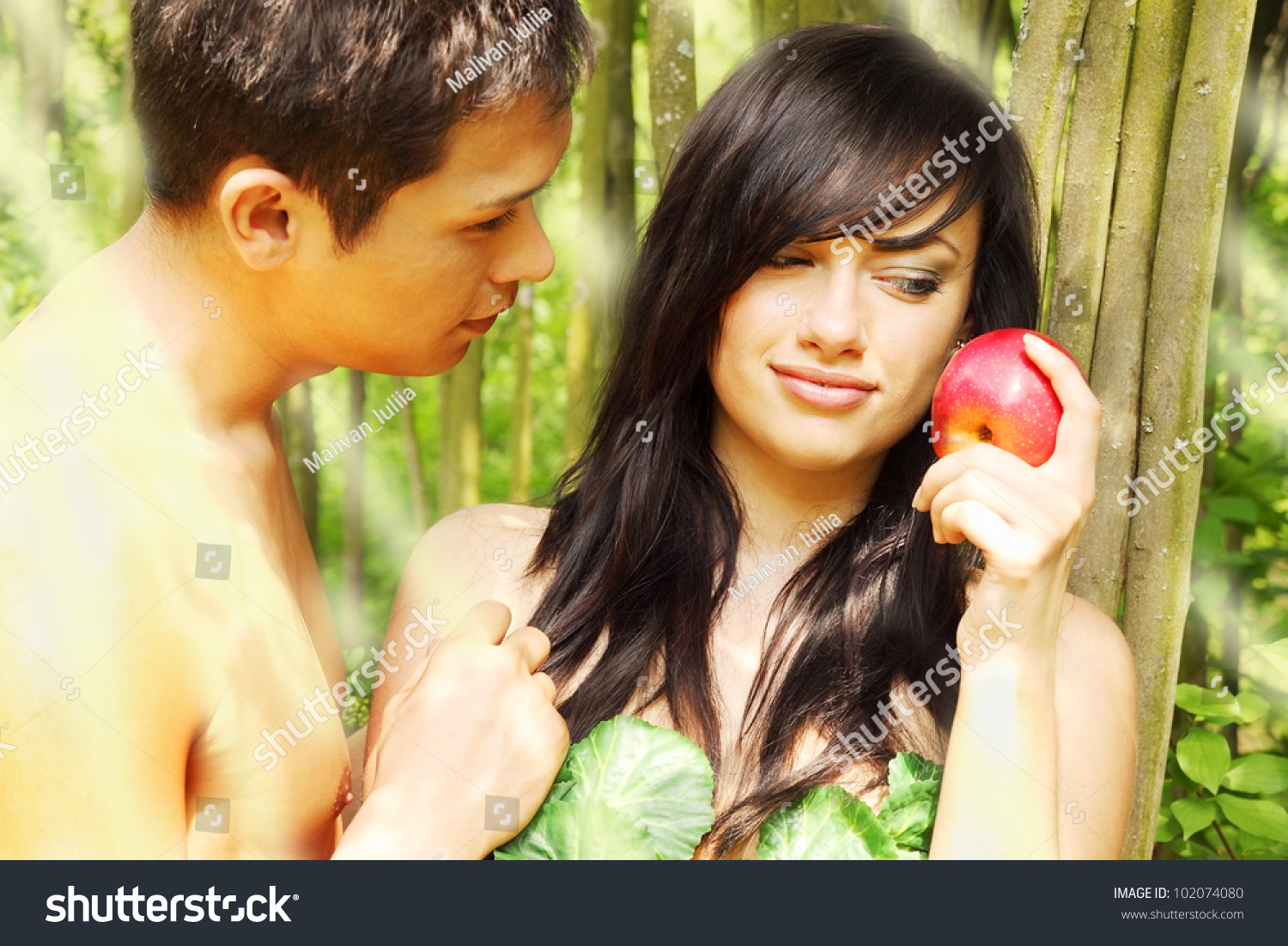 eve and the apple Eve holding an apple of eden however, interbreeding between humans and members of the isu led to the creation of a hybrid race, which was immune to the hypnotic.