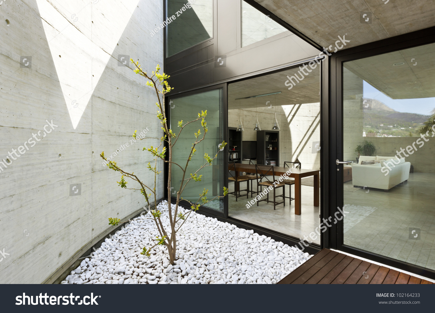 Beautiful Modern House In ement, Dining oom View From he ... - ^