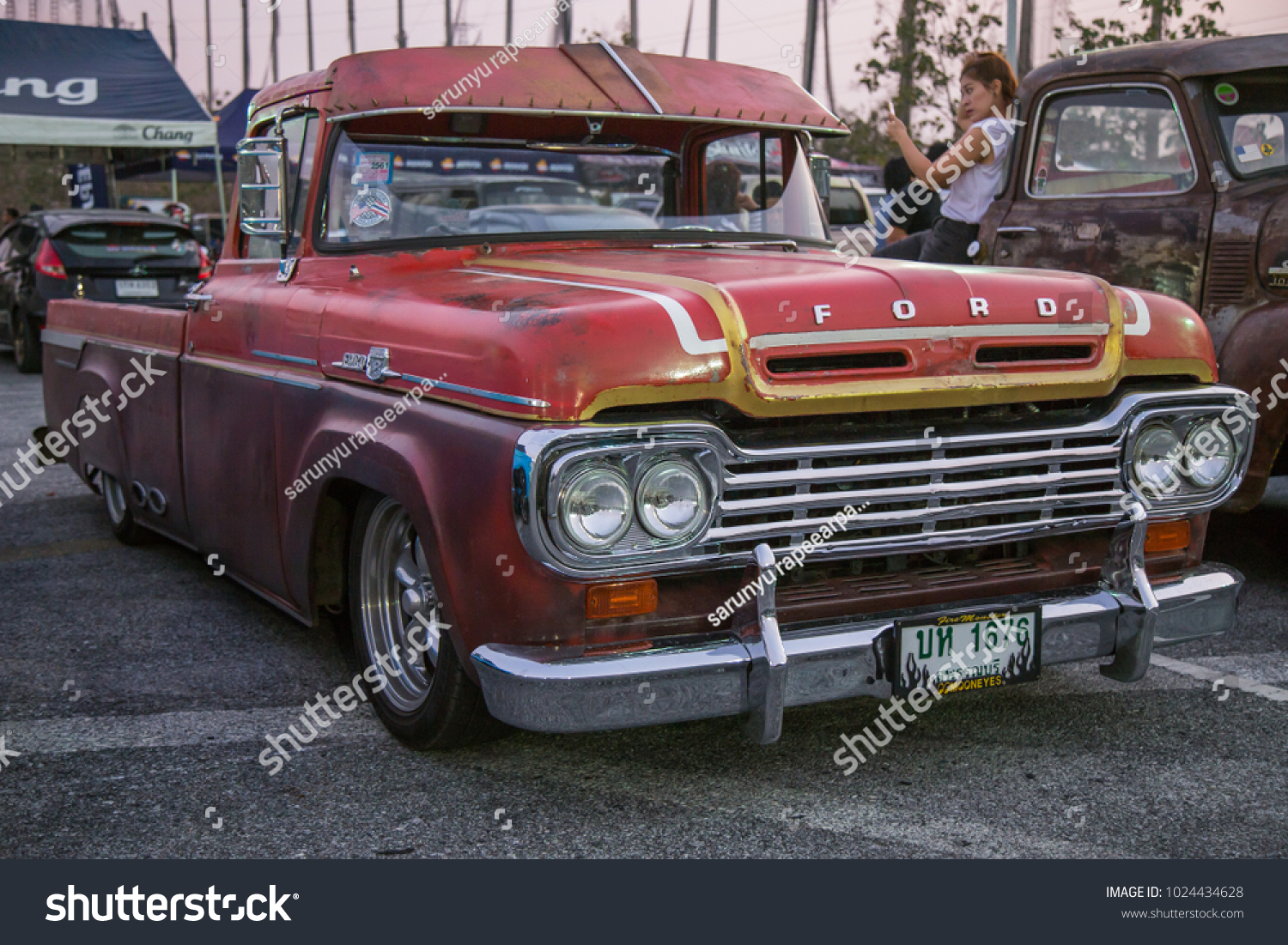 Chonburi Thailand February 10 2018 1959 Stock Photo Edit Now 1954 Ford F100 Pick The Pickup Truck Parking