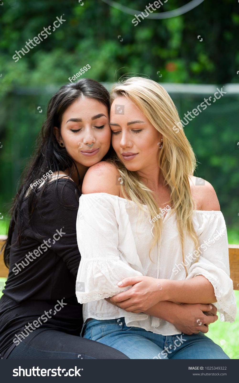 Hidden lesbianas fucked orgasim