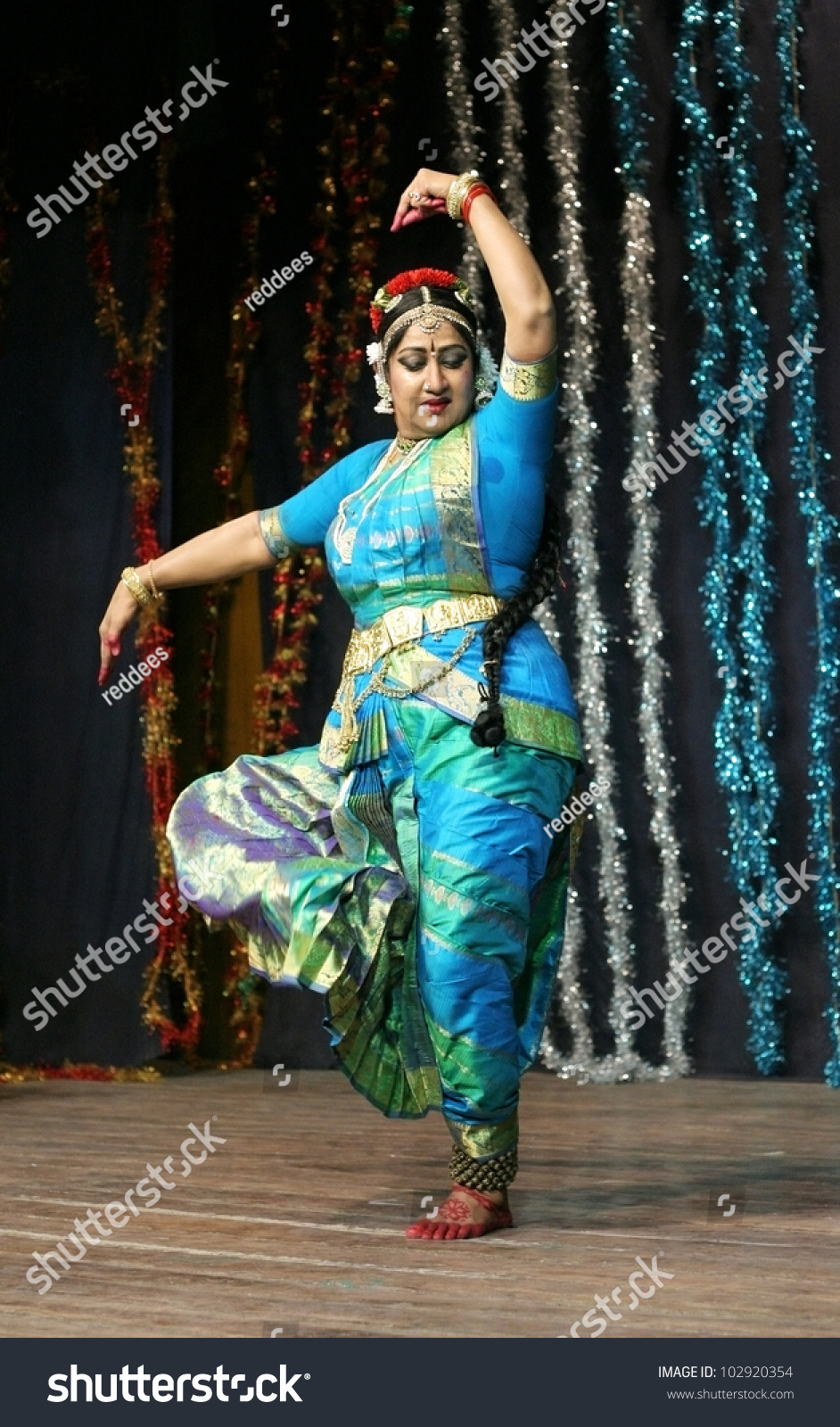 Heroines Dance Photos At Cinemaa Awards 2012: Hyderabadapindiamay 11 Telugu Film Actress Manju Stock