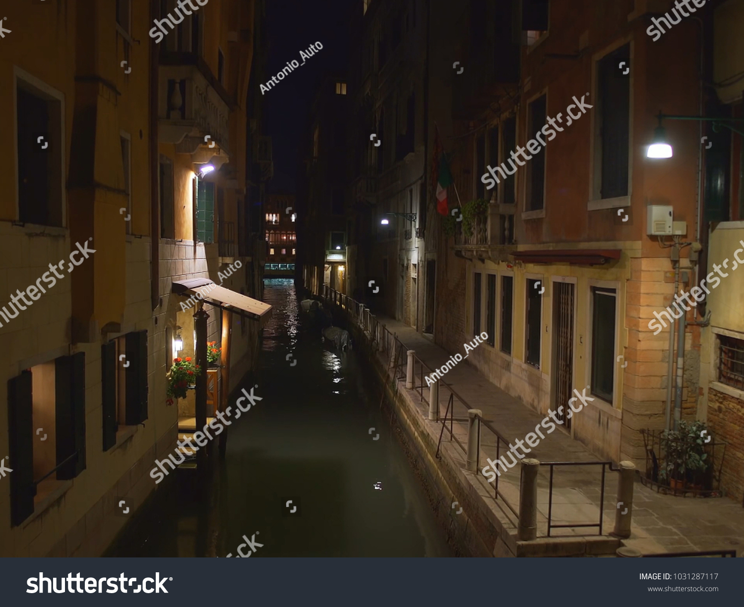 Water Street Canal With Old Buildings At Night Vintage Architecture Romance Id 1031287117