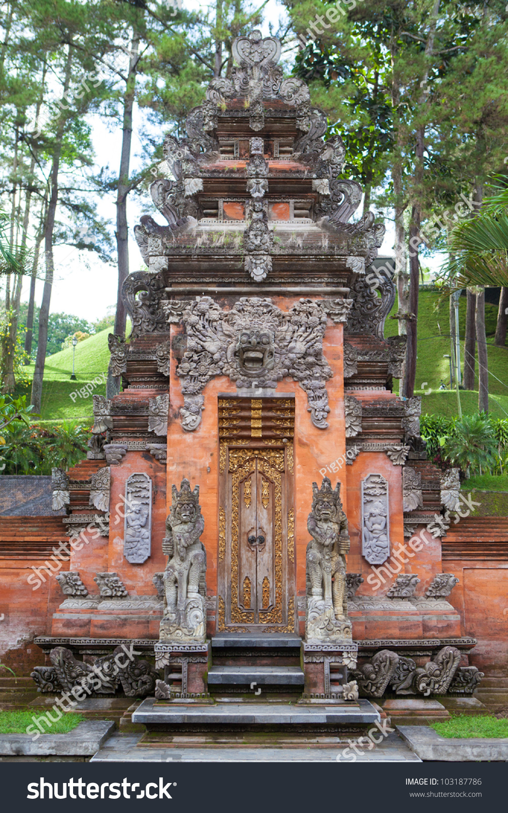 Balinese Style Entry Gate In Tirta Empul, Bali Indonesia ...