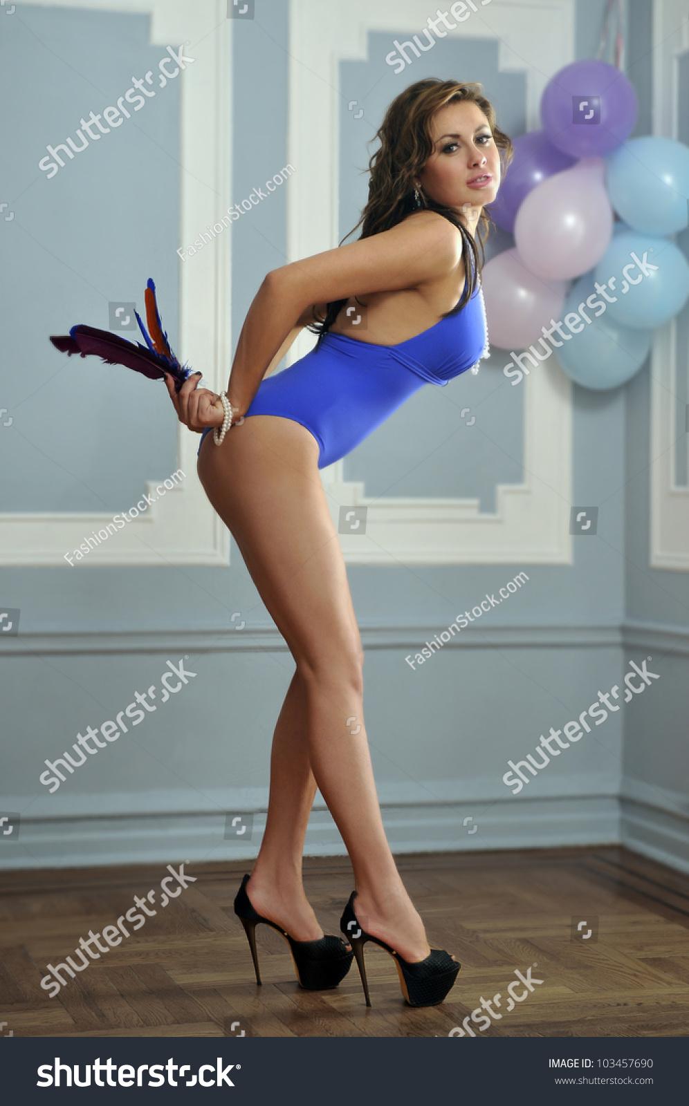 nude girls with softball legs
