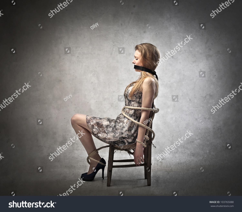 Связанные девушки на стуле 8 фотография