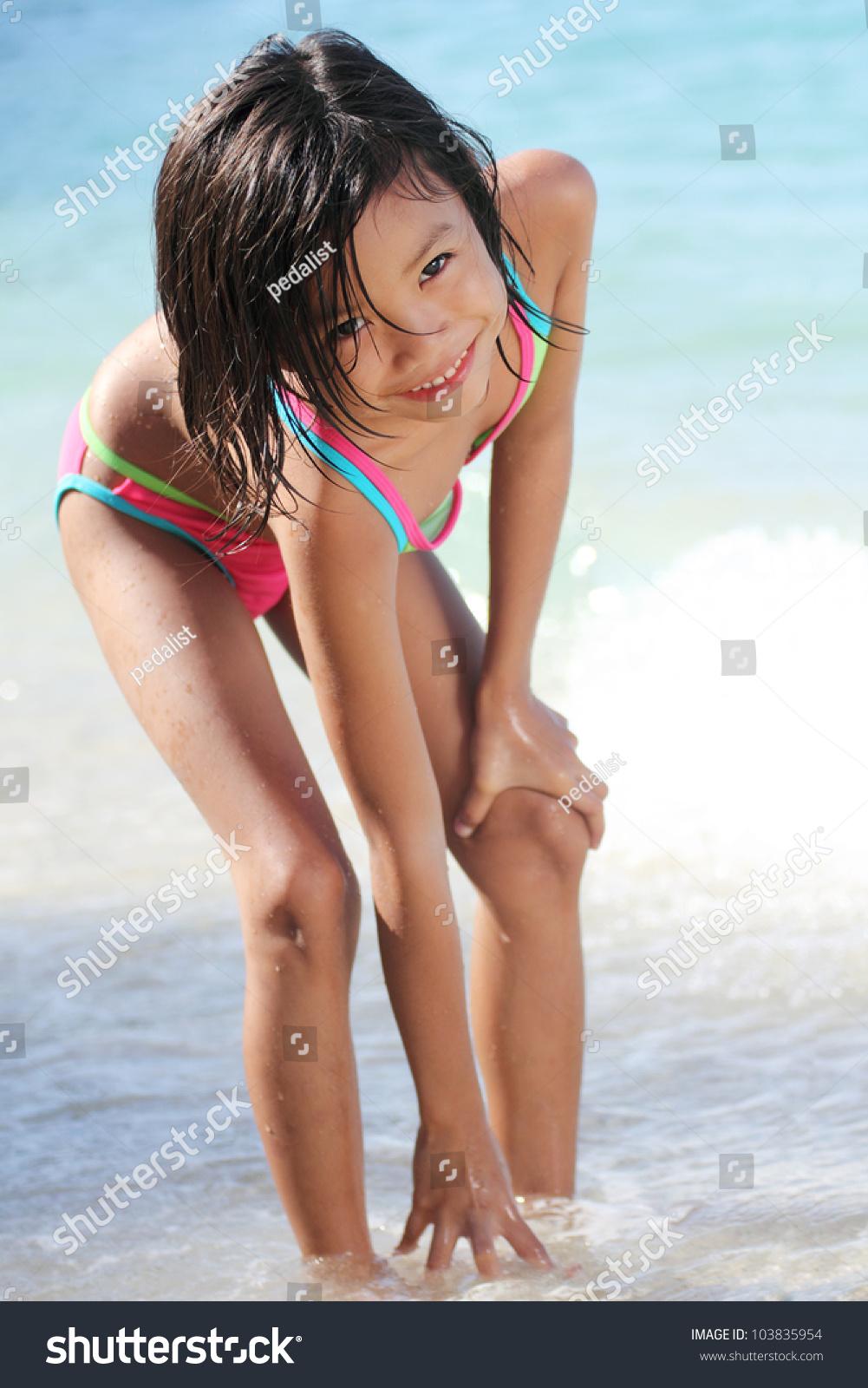 Younge asian girls in bikinies — pic 10