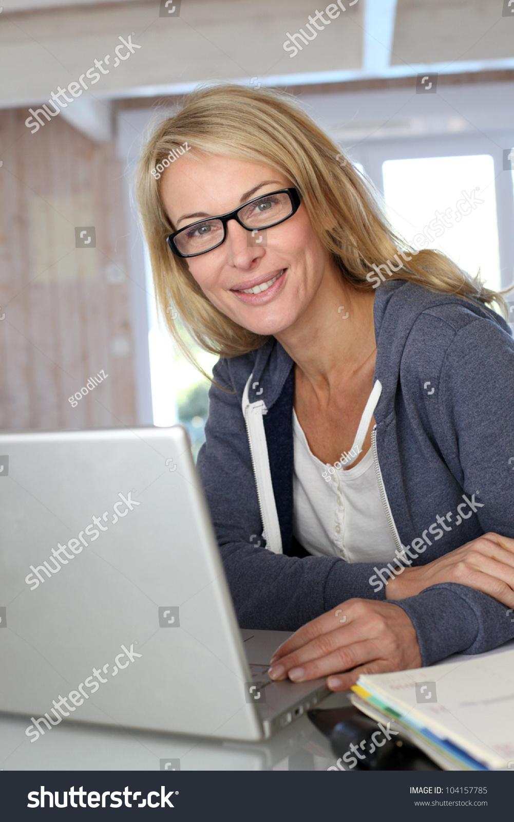 Фото блондинка в возрасте 26 фотография