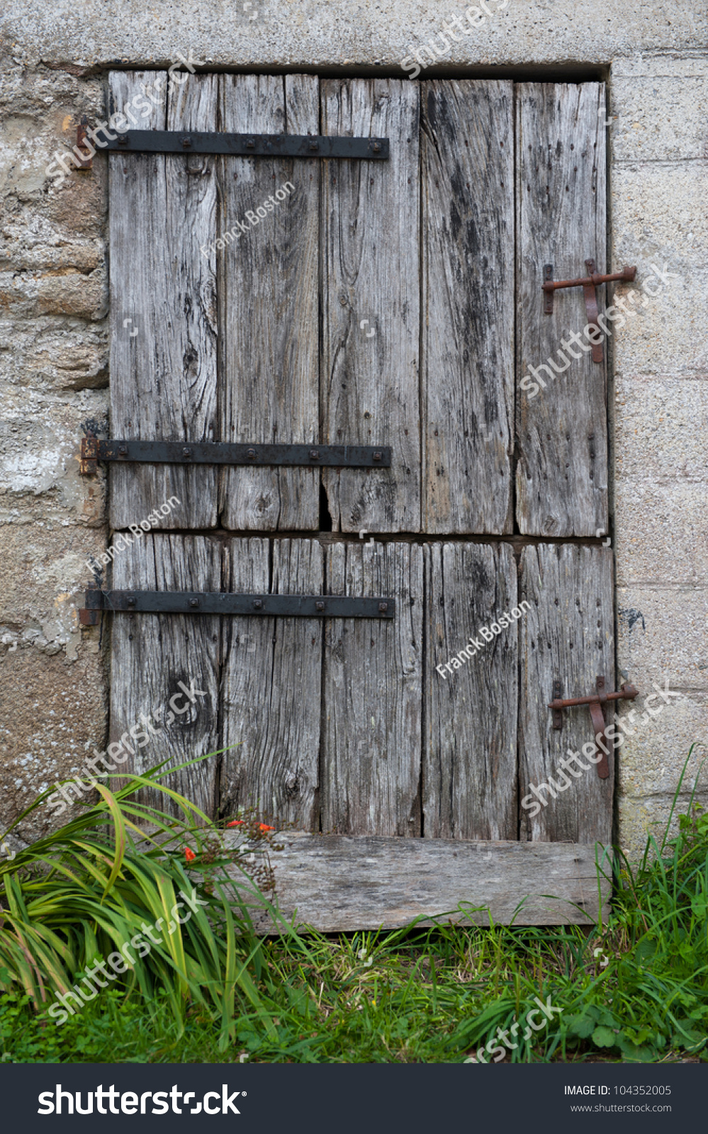 Old farm door with double opening & Old Farm Door Double Opening Stock Photo 104352005 - Shutterstock Pezcame.Com