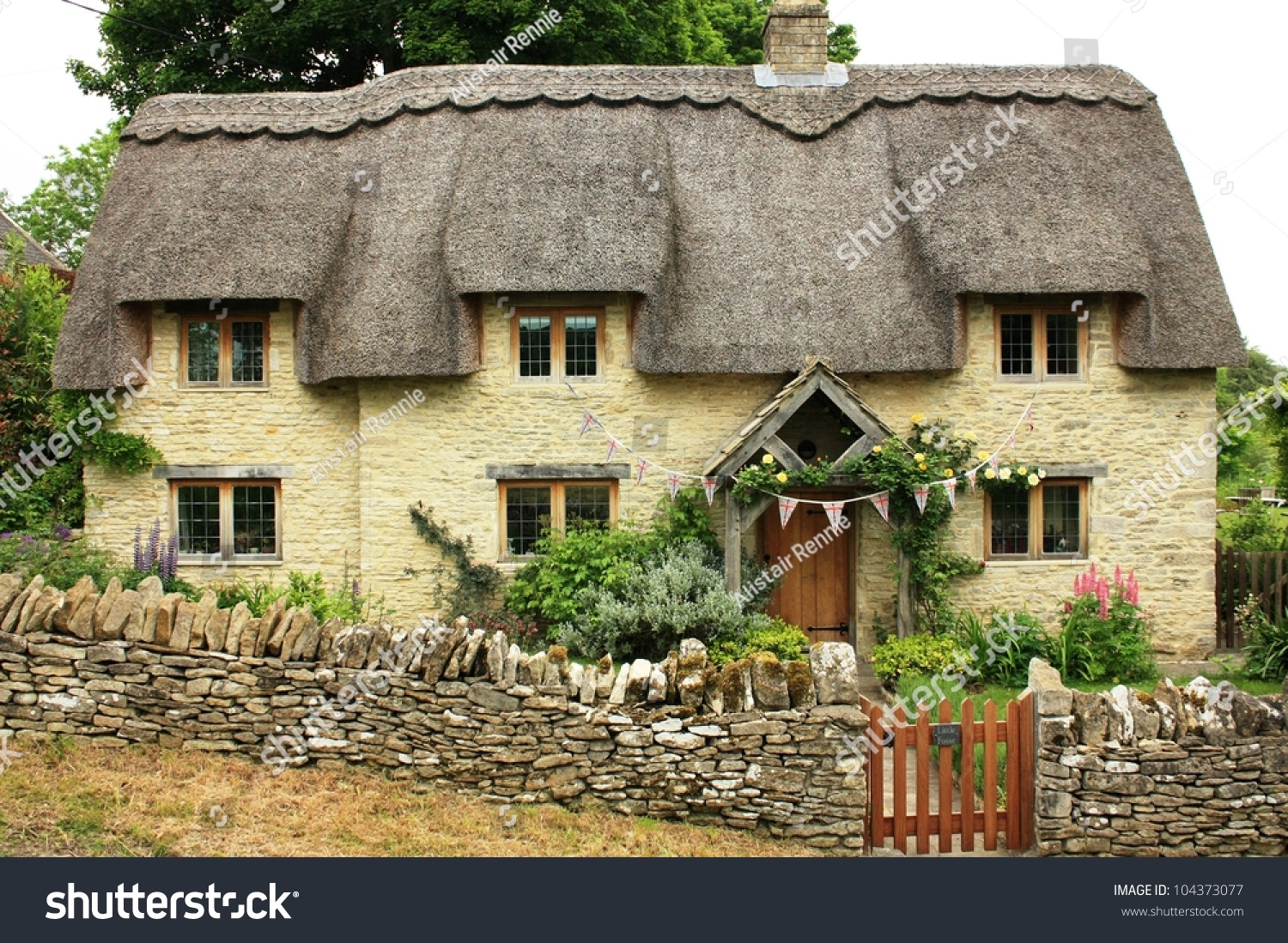 Traditional Quaint Cottage In Cotswolds, England Stock ... Quaint English Cottages