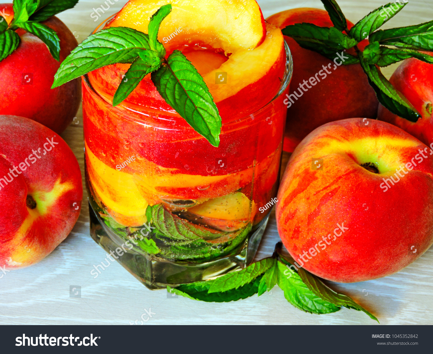 Watch Mint Infused Water with Peaches That Cools You Off video