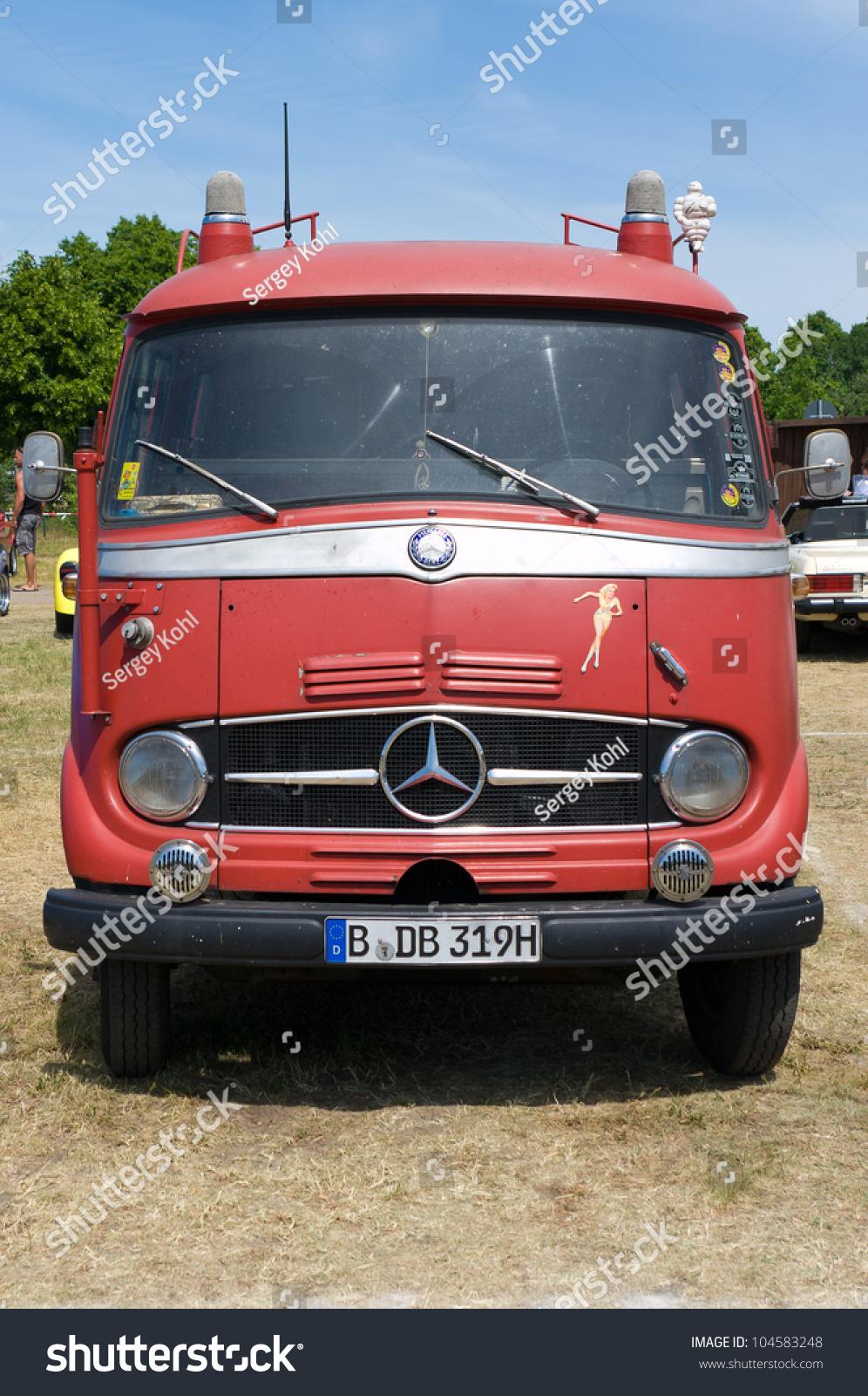 Paaren im glien germany may 26 minibus emergency for Mercedes benz emergency service