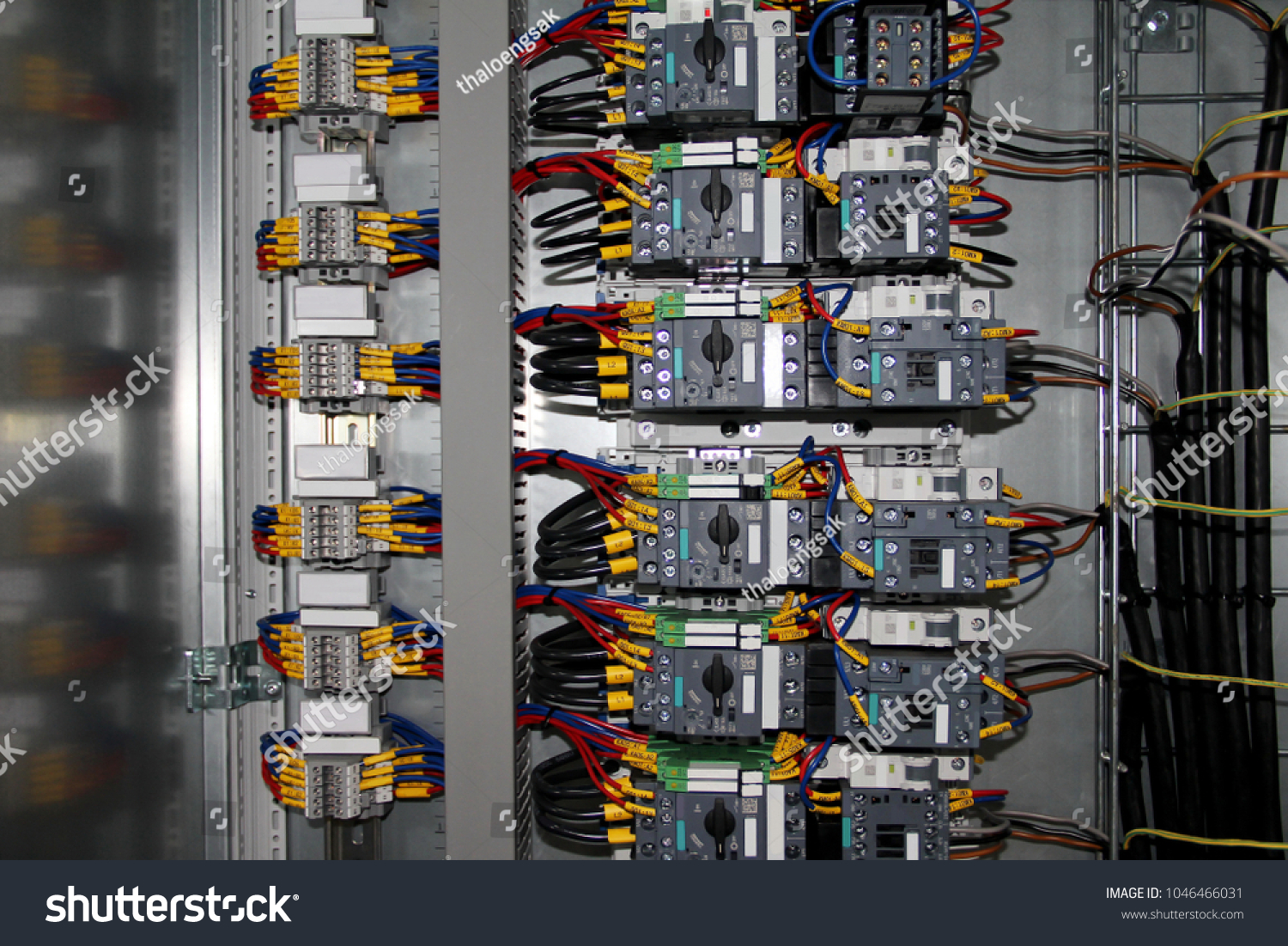 Electric Wiring Circuit Breakersboxcontrol Panel Fusesrails Low Basics With Fusesrailslow Voltage Meters