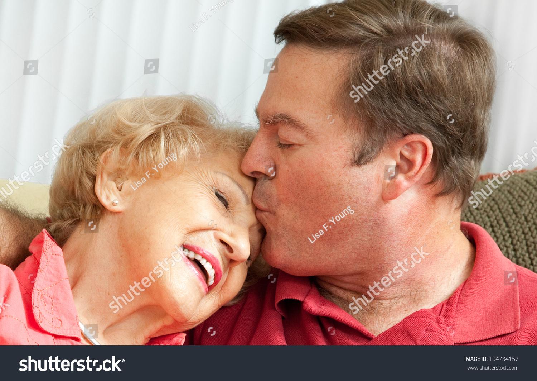Сын и пожилая мать 23 фотография