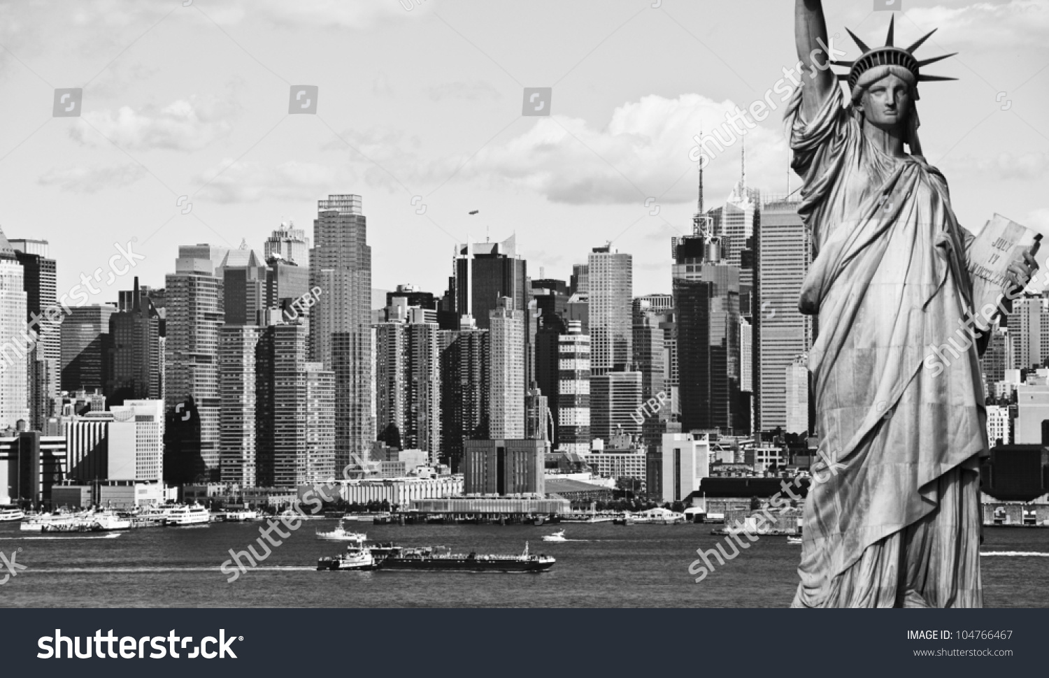 Photo new york city black and white hi contrast with statue of liberty over hudson river